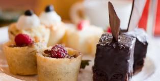 hightea_plate_of_cakes